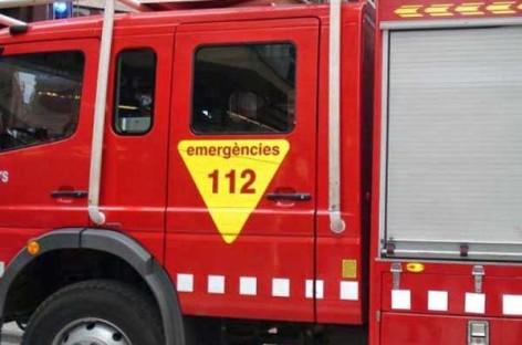 Un incendio en el Dia de Llinars obliga a desalojar a 14 vecinos