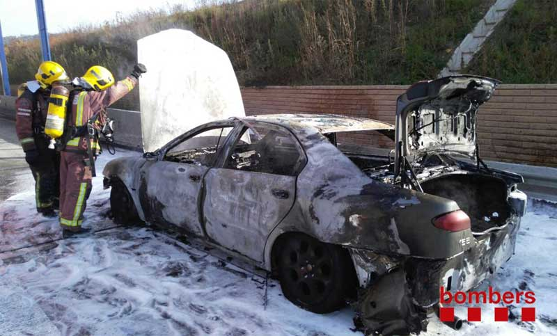 El vehículo ha quedado compeltamente destruido