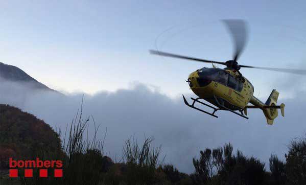 Los servicios de emergencia han acudido al rescate con un helicóptero