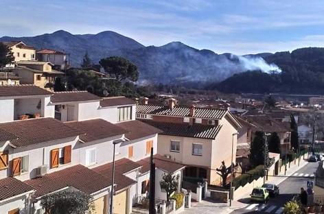 Un incendio forestal quema 1000 metros cuadrados de monte en Sant Celoni