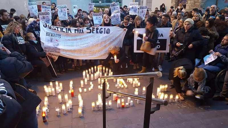 Un centenar de personas se han concentrado para reclamar justicia para Sergio