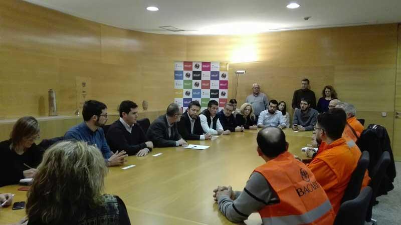 Los miembros del Comité de empresa reunidos con los alcaldes