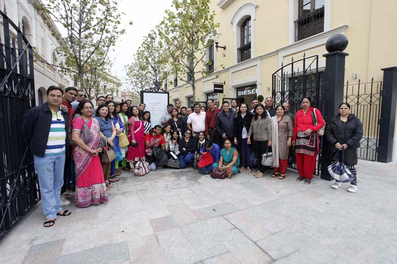 Un grupo de turistas de la India en La Roca Village