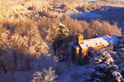 Imágenes espectaculares de Santa Fe del Montseny a vista de drone