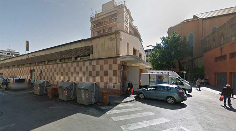 El coche aparcó detrás del mercado de Sant Carles
