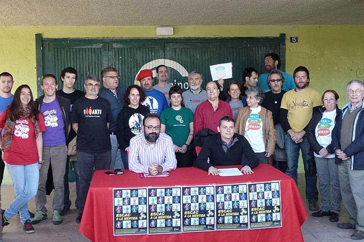 Diversas entidades, entre ellas Els Trabucaires, lanzaron la campaña Escac a la Mentida