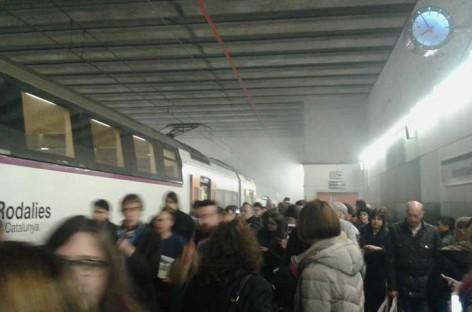Desalojado un tren en Montmeló a causa de una intensa humareda