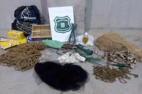 Un vecino de La Garriga capturado por los Agents Rurals cazando pájaros con artes ilegales