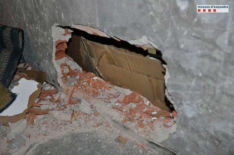Detenidos dos rumanos cuando intentaban robar en un estanco de la Llagosta mediante un agujero en la pared