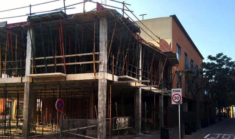 Una negligencia municipal obligar a demoler un bloque de for Pisos lloguer la garriga