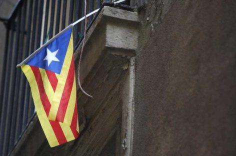 El Ayuntamiento de Sant Esteve sancionado con 500 euros por tener la estelada en la fachada del consistorio