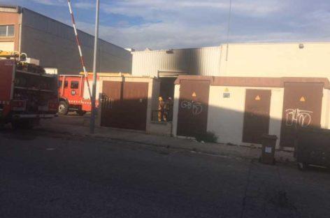 Un incendio afecta parte del almacén del supermercado Caprabo de la Garriga