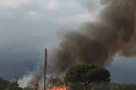Un campo de trigo pendiente de segar se incendia en Cardedeu