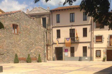 ERC de Sant Esteve organiza una colecta para pagar la multa impuesta al Ayuntamiento por tener la estelada en el balcón