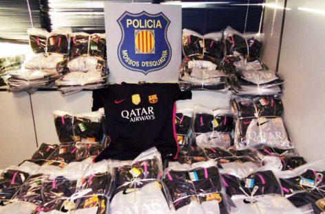 Detenido un vecino de Granollers por distribuir camisetas falsificadas del FC Barcelona