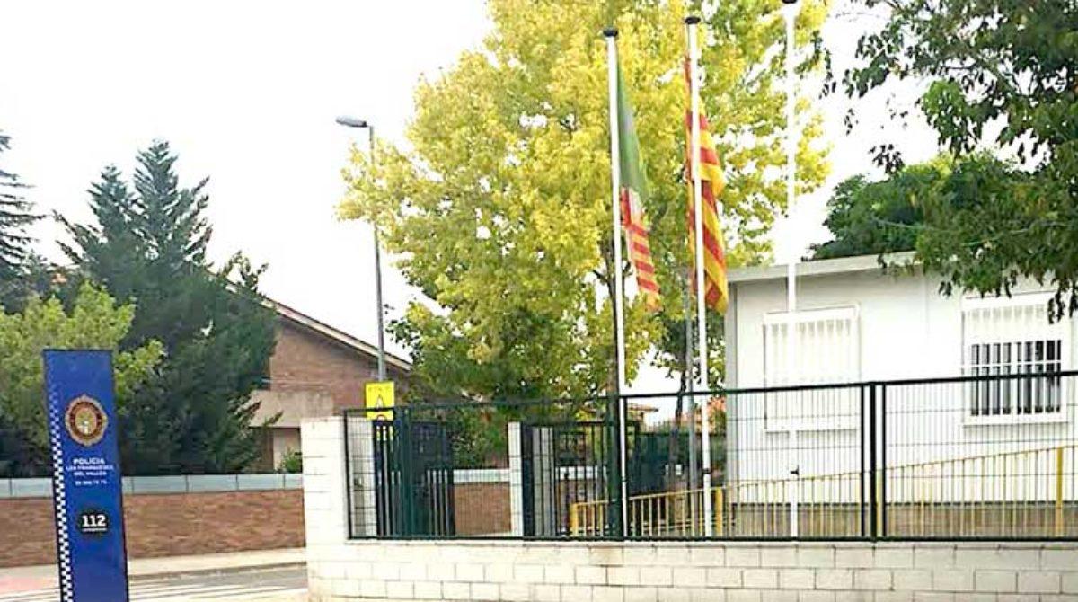 Avisan a la Delegación del Gobierno que la policía de Les Franqueses incumple la ley de banderas