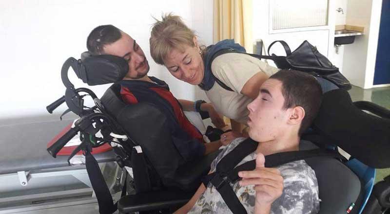 Sergio Marmol, junto a su madre y su hermano, arrastra graves secuelas de la paliza
