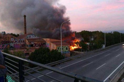Alarma por un incendio junto a la estación de tren de Mollet-Sant Fost