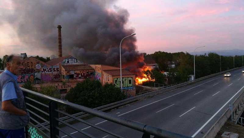 Vista del incendio en pleno apogeo. Foto: Adrian Guerrero