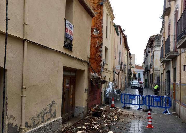 El derrumbe ha obligado a cortar la calle
