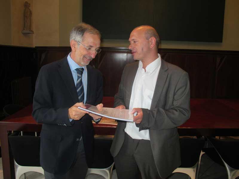 El alcalde Mayoral recibiendo el estudio