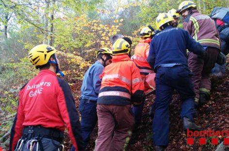 Rescatado en el Montseny un hombre que se precipitó con su coche por un barranco