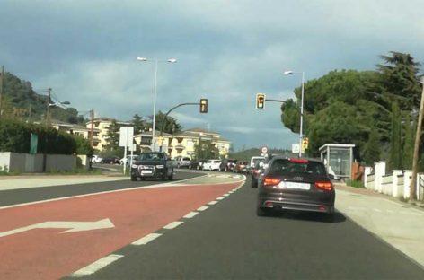 Un coche choca contra una moto en Caldes dejando dos heridos