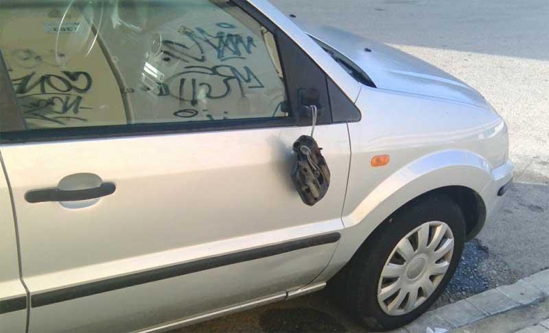Los daños provocados en uno de los vehículos. Foto: Policía Local de Granollers