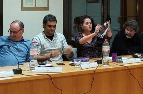 Regidores de la CUP de la Garriga rompen fotos del Rey en el pleno municipal