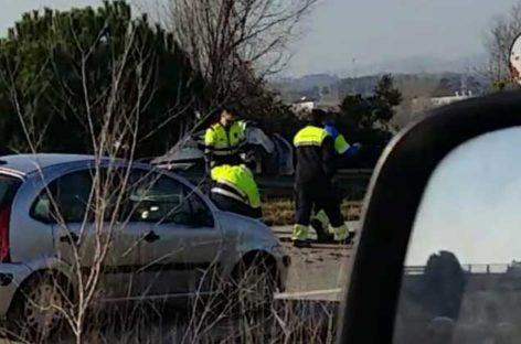 Una mujer muerta y otra herida grave en un choque frontal en Palau Solità