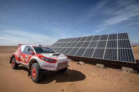 Acciona ha fabricado en Vilanova el primer vehículo eléctrico que ha podido completar el Rally Dakar