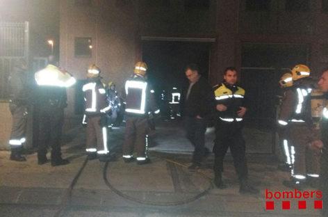 Un incendio quema parcialmente una empresa de Llinars