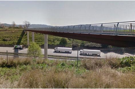 Un  hombre muere en Mollet al saltar ante un camión desde un puente