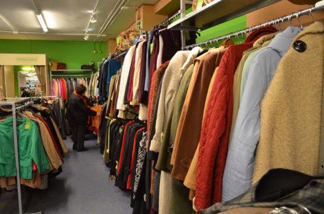 Los servicios sociales de Parets distribuirán cheques de 30 euros para comprar ropa de segunda mano
