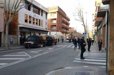 Los Mossos d'Esquadra desalojan a los Okupas del concesionario Volvo de Granollers