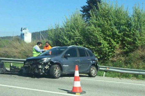 Una motorista herida grave en Caldes al chocar contra un coche