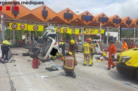 Un herido al chocar con su coche contra el peaje de la C-33, en la Llagosta