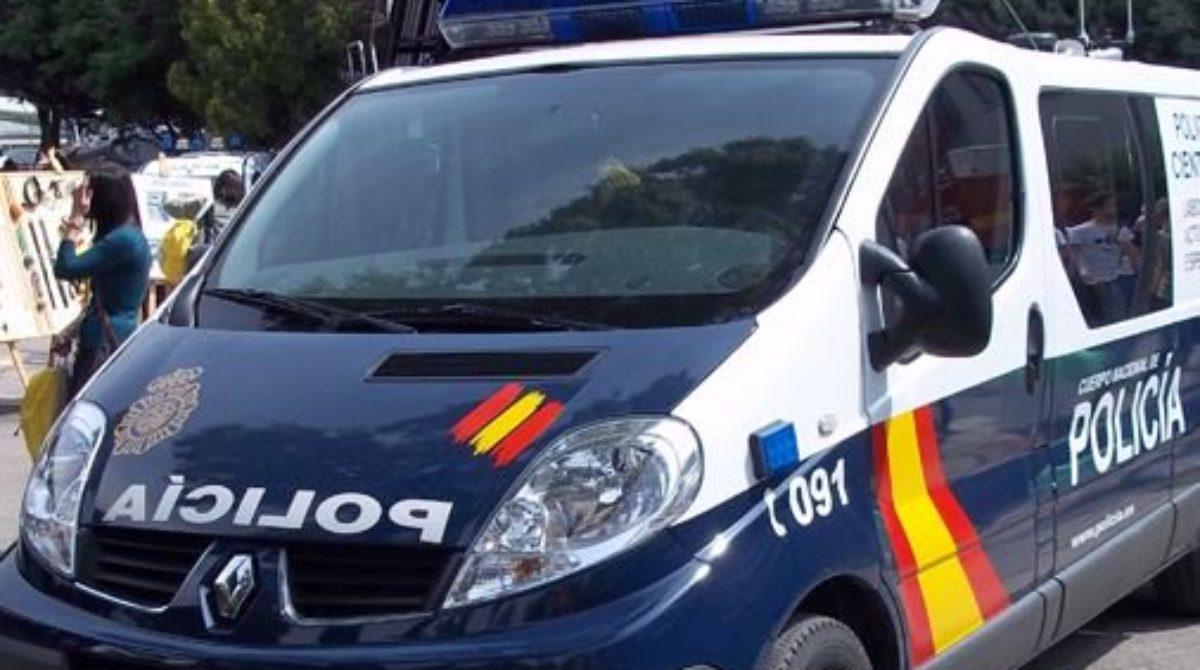 La Policia Nacional libera a 13 extranjeros que eran explotados en fruterías y restaurantes