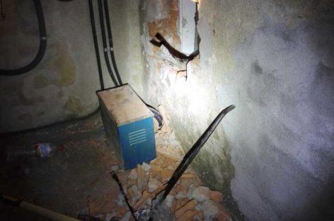 Dos ladrones detenidos en Les Franqueses cuando intentaban entrar en un comercio a través de un agujero en la pared