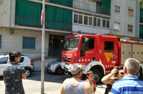Ocho personas intoxicadas por humo en un incendio en la Llagosta
