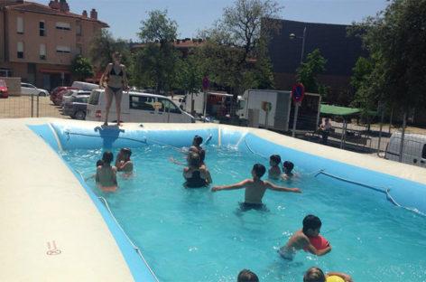 Bigues i Riells combate las altas temperaturas con la instalación de una piscina en el centro del pueblo