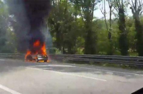 Se incendian un autocar y un coche en Canovelles y Vallgorguina