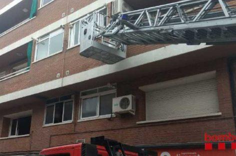 Cuatro personas intoxicadas en un incendio en un piso en Caldes de Montbui