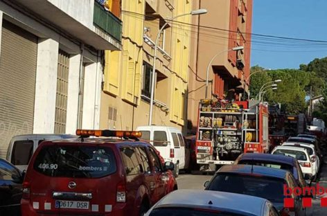 Un incendio destruye parcialmente un piso en Montmeló