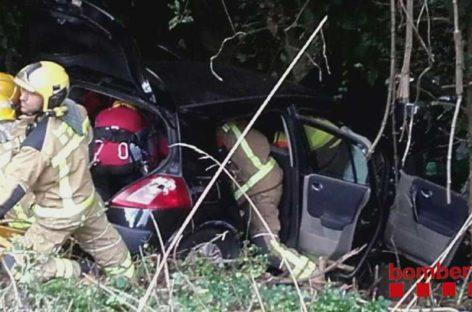 Un camión de bomberos se despeña tras acudir al rescate de un coche accidentado en el Montseny