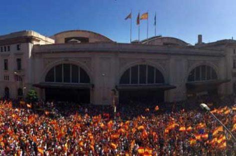 Miles de vallesanos se manifiestan en Barcelona en contra de la independencia