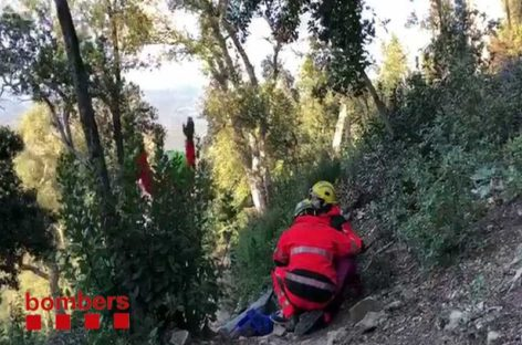 Los bomberos rescatan a dos ciclistas de Granollers y la Garriga accidentados en la montaña
