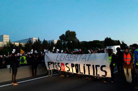 """Cortan la C-17 a la altura de la Escola de Policia de Catalunya para pedir la libertad de los """"presos políticos"""""""