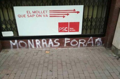 Pintadas en la sede del PSC contra el alcalde de Mollet