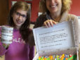 Una nena de La Garriga fabrica punts de llibre per ajudar a una amiga seva amb leucèmia
